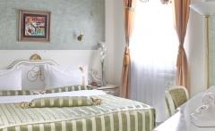 queens-astoria-design-hotel-6