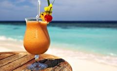 Cocktail-on-Beach