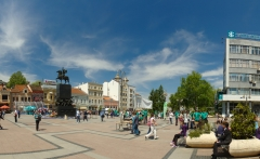 Niš,_panorama_náměstí