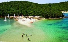 beach-in-sivota-epirus-in-greece