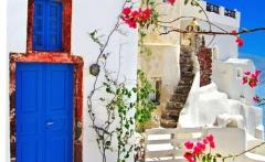 oia-in-santorini-greece-traveling-pinterest