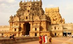 Brihadishwara_Temple_at_Sunset_-_Thanjavur_-_India_02