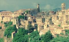 sorano_hill_town_grosseto_tuscany