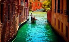 Gondolier-in-Venice